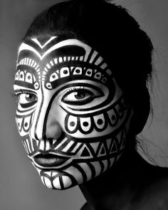 Tribal make up african tribal makeup, tribal face paints и f Cara Tribal, Tribal Art, African Tribal Makeup, African Art, Tiki Maske, Tribal Face Paints, Tribal Body Paint, Makeup Black, See Tattoo