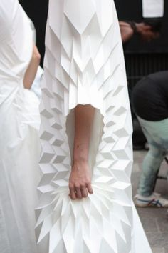15 ideas origami fashion details shape for 2019 fashion fabric manipulation 15 ideas origami fashion details shape for 2019 Origami Fashion, Paper Fashion, Fashion Fabric, Fashion Art, Fashion Design, Dress Fashion, Latest Fashion, Fashion Ideas, Origami Mode