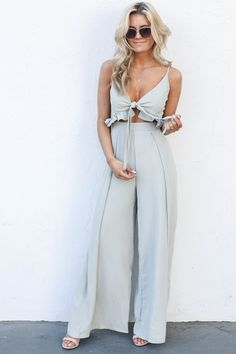 This Kiss Olive Jumpsuit - Summer Outfits Spring Summer Fashion, Spring Outfits, Pretty Outfits, Cute Outfits, Olive Jumpsuit, Hippie Stil, Fashion Looks, Fashion Beauty, Trends
