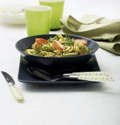 Pasta med laks og rucolapesto | Magasinet Mad! Kitchen, Cuisine, Home Kitchens, Kitchens, Cucina