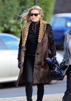 Palto Kraliçesi Kate Moss Vogue Türkiye Palto kraliçesi Kate Moss, bu sezon gardırobundaki yıldız parçaları sokağa taşımakta kararlı. >>>> http://vogue.com.tr/unlu-stili/palto-kralicesi-kate-moss-7988?utm_content=buffer25a41&utm_medium=social&utm_source=plus.google.com&utm_campaign=buffer