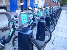 Londonの街中を歩くといたるところに青い自転車が。Londonerはこのレンタサイクルを上手に活用しています。