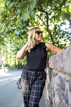 Vika työasu ennen lomaa! | pinjasblog  Black timeless office outfit with cat eye sunglasses