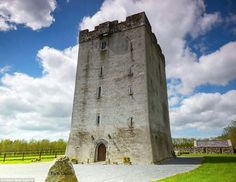 http://i.dailymail.co.uk/i/pix/2017/03/01/22/3DD8069300000578-4273032-A_genuine_medieval_castle_in_Cartron_Kilmaine_in_County_Mayo_is_-a-105_1488406388194.jpg