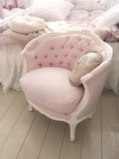 rounded back tufted chair