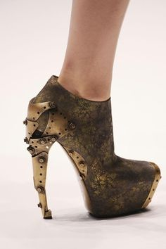 These are quite awesome. Alexander McQueen. #steampunk