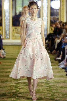Simone Rocha Spring 2016 Ready-to-Wear Fashion Show - Tessa Bruinsma