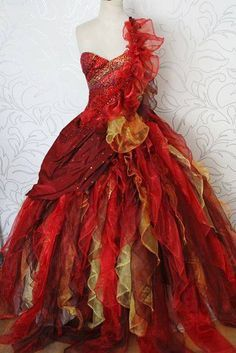 Costume Feu, Fire Costume, Costume Dress, Katniss Everdeen, Day Dresses, Nice Dresses, Phoenix Costume, Fire Fairy, Fantasy Dress