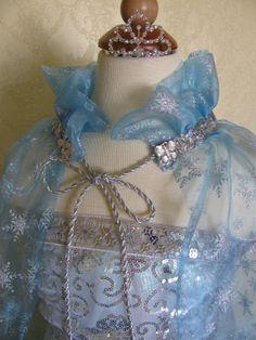 Idea for how to make the neck of Elsa cape Frozen Dress, Elsa Dress, Elsa Frozen, Diy Halloween Costumes, Halloween Stuff, Birthday Kids, Birthday Parties, Diy For Kids, Crafts For Kids