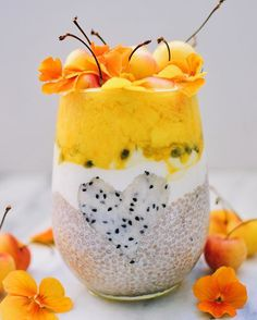 Tropical fruity chia pudding to make you feel like you're on the beach ☀️☀️ For the chia pudding: mix 4 TBSP white chia seeds with 1 cup of almond milk, pinch of vanilla powder and maple syrup to sweeten and refrigerate overnight. Topped with coconut milk yogurt, passion fruit purée, puréed mango, golden cherries and edible flowers  Food styling inspired by the incredibly talented @alphafoodie What are you lovely people having for breakfast today?
