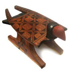 Banco indígena,  etnia Kayabi -Xingu pássaro Mutun