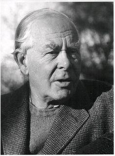John Bowlby (1907-1990) est un psychiatre et psychanalyste anglais, célèbre pour ses travaux sur l'attachement, la relation mère-enfant. Pour lui, les besoins fondamentaux du nouveau-né se situent au niveau des contacts physiques. Le bébé a un besoin...