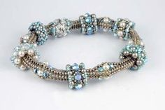 herringbone bracelet with beaded beads Bead Jewellery, Seed Bead Jewelry, Beaded Jewelry, Jewelery, Handmade Jewelry, Beaded Necklace, Seed Bead Bracelets, Jewelry Bracelets, Beaded Beads
