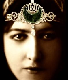 "Anita Delgado's Art Deco ""Elephant Diamond"" Emerald and Diamond Necklace - Spanish flamenco star Delgado would hang it on her elephant - became Princess of Kapurthala - 100,000 pounds at auction"