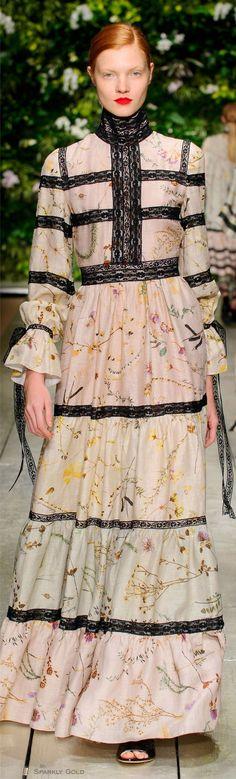 Laura Biagiotti Spring 2016 RTW Catwalk Fashion, High Fashion, Fashion Show, Fashion 2016, Laura Biagiotti, Design Textile, Boho Dress, Hijab Dress, Textiles