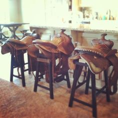 Love this idea for barstools, assuming you have or find extra saddles. That's just a really simple wooden stool underneath Saddle Bar Stools, Diy Bar Stools, Saddle Chair, Bar Stools For Sale, Diy Stool, Diy Chair, Saddle Swing, Saddle Rack, Stool Chair