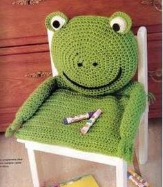 Cute Frog Cushion!  Maybe I could figure out to sew one?