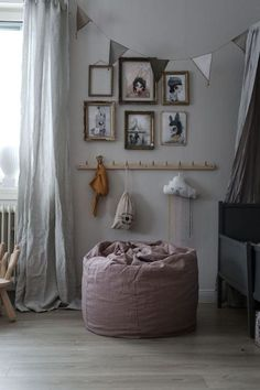 Love a good vintage gallery wall in the kids room , via Sittpuffen