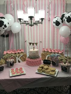 Country girls first birthday party Rodeo Birthday Parties, Country Birthday Party, 2nd Birthday Party For Girl, Girl Birthday Themes, Farm Birthday, Farm Party, Birthday Ideas, Barnyard Party, Spa Birthday
