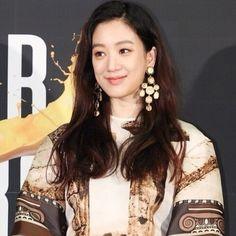 려원 패션/려원 스타일/려원 사복/려원 데일리룩/봄 데일리룩 : 네이버 블로그 Jung Ryeo Won, Celebrity, Women's Fashion, Actresses, Fashion Women, Female Actresses, Womens Fashion, Celebs