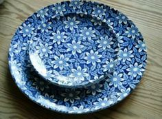 Egersund Hvitveis (anemone) - blue and white floral pattern plates Vintage Kitchenware, Stavanger, Flea Markets, Kitchen Items, Old And New, Utensils, Blues, Blue And White, Pottery