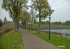Naarden is een stad en gemeente in het Gooi in de Nederlandse provincie Noord-Holland met 17.188 inwoners. DE NOOD lantaarns vindt u volop terug in dit plaatsje.