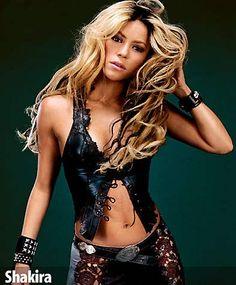 """Shakira es conocida por su look """"female rock star"""" en el que juega con pieles, animal prints y accesorios son étnicos. Para saber más, síguenos como @Trend Studio #follow"""
