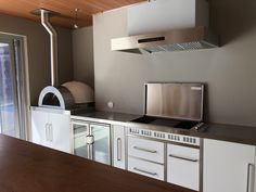 Zesti Woodfired Pizza Ovens & Alfresco Kitchens Perth have now launched a striking new range of outdoor/indoor stainless steel alfresco kitchens. Outdoor Bbq Kitchen, Outdoor Kitchen Design, Woodfired Pizza Oven, Ovens, Perth, Indoor Outdoor, Kitchens, Kitchen Cabinets, Home Decor