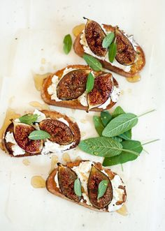 sweet crOstini GOat's curd figs hOney  http://www.iraleoni.com/