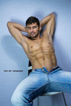 Kristof-Cale-Masculine-Desire-Max-Meier-Burbujas-De-Deseo-02