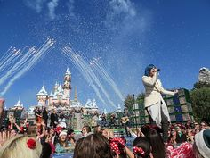 """Demi Lovato performs """"Let it Go"""" from FROZEN live at DIsneyland for Disney Parks Christmas Day Parade"""