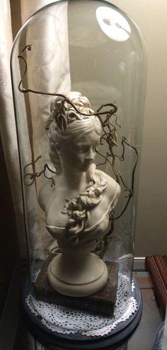 Stolp met borstbeeld                                                       …