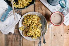 Try These 17 Vegan Keto Recipes for Your Next Family Gathering Vegan Breakfast Muffins, Tofu Breakfast, Vegetarian Breakfast, Breakfast Recipes, Vegan Vegetarian, Vegan Keto Recipes, Tofu Recipes, Omelette Recipe, Tofu Scramble