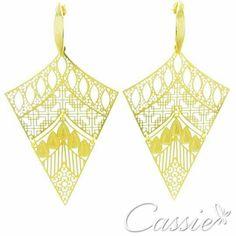 ✨ Brinco Radha folheado a ouro com garantia. Venha conferir os outros modelos www.cassie.com.br ✨ ▃▃▃▃▃▃▃▃▃▃▃▃▃▃▃▃▃▃▃▃▃▃▃▃▃▃▃ #Cassie #semijoias #acessórios #folheadoaouro #folheado #love #instasemijoias #instajoias #fashion #lookdodia #dourado #tendências #banhadoaouro #lindassemijoias #brincos #Brinco #brincoleve #brincogrande #lindosbrincos