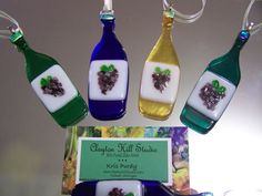 Perfect for the wine enthusiast ... a wine bottle ornament/sun-catcher. Hand-cut and kiln-fused in our studio. Hang in your window or on your tree via satin ribbon tied to securely attached (epoxy) bail. Measures approx. 1.25 inches wide by 3.75 inches tall, not including ribbon. LIsting is for one ornament. All of our ornaments arrive in individual, padded gift-giving boxes.  Please indicate color preference (amber, green, champagne green (green/teal) or cobalt blue) in the comment section…