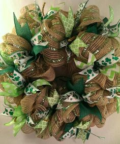 Learn how to make easy Easy to Make St Patricks Day Wreaths and Front Porch Decorations on a budget. You can buy all the supplies you need at your local dollar store Easter Wreaths, Holiday Wreaths, Holiday Crafts, Holiday Recipes, Wreath Crafts, Diy Wreath, Wreath Ideas, Small Burlap Wreath, Tree Crafts