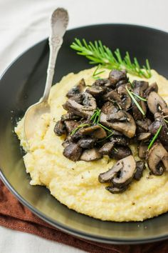 Creamy Polenta and Mushrooms (v, gf) | mycaliforniaroots.com | #recipe #vegan #glutenfree Video Snacks, Whole Food Recipes, Cooking Recipes, Dinner Recipes, Vegetarian Recipes, Healthy Recipes, Healthy Foods, Vegan Main Dishes, Vegan Dinners