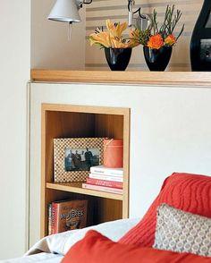 Cabeceros de cama con hueco Messy Bedroom, Home Bedroom, Bedroom Wall, Simple Interior, Interior Decorating, Interior Design, House Design, Shelving, Furniture