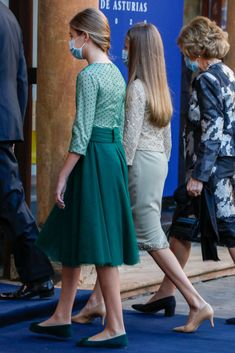 Estilo Real, Spanish Royal Family, Casa Real, Save The Queen, Queen Letizia, Lily Collins, Royal Fashion, Midi Skirt, Royalty