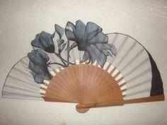 ABANICOS PINTADOS A MANO DISEÑO EXCLUSIVO Antique Fans, Vintage Fans, Hand Held Fan, Hand Fans, Fan Decoration, Wedding Fans, Japanese Design, Chinese Culture, Victorian Fashion