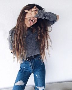 Up Your Wardrobe: 55 Trendy Outfit Ideas street style ripped jeans + cut out crop top Ft Tumblr, Tumblr Girls, Goals Tumblr, Tumblr Photography, Photography Poses, Image Tumblr, Teen Fashion, Fashion Outfits, Fashion Trends