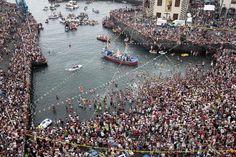 Unas 25.000 personas asisten a la procesión marítima de la Virgen del Carmen, patrona de los pescadores, en Puerto de la Cruz, en la isla canaria de España de Tenerife. (AFP)