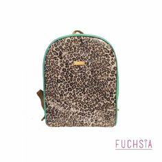 Back pack W I L D Turquesa ! Tiene un bolsillo interno y asas ajustables  Si no has comprado los regalitos de navidad estas a tiempo de comprar este bello bolso y muchos más. Si deseas recibir nuestro catálogo puedes escribirnos a fuchsiavzla@gmail.com o dejar tu correo en un comentario.  #designersvzla #designersvenezuela #diseñovenezolano #venezuela #merida #cartera #bolso #backpack #morral #fuchsia #tiendafuchsia #fuchsialovers #fuchsiabags #closetcriollo #closetvenezolano…
