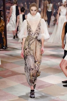 Christian Dior Spring 2019 Couture Fashion Show - Vogue Christian Dior Couture, Dior Haute Couture, Spring Fashion Trends, Fashion Week, Trendy Fashion, Fashion Show Collection, Couture Collection, Dior Fashion, Runway Fashion