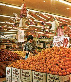 Retro Pop Cult - Shopping at Von's Supermarket in Los Angeles,. Retro Pop Cult - Shopping at Von's Supermarket in Los Angeles,. Vintage Ads, Vintage Shops, Vintage Wife, Vintage Food, Vintage Stuff, Vintage Prints, Supermarket Sweep, Retro Pop, Old Pictures