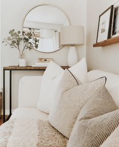 21 Cozy Apartment Living Room Decorating Ideas Hold up to date with the newest small living room decor some ideas (chic & modern). Find excellent methods for getting fashionable design even though you have a small living room. Living Room Mirrors, Living Room Sets, Home Living Room, Apartment Living, Living Room Designs, Living Spaces, Wall Mirrors, Living Room Green, Living Room Interior