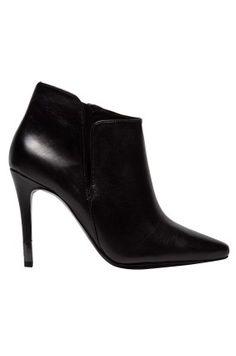 839.90zł BUTY – GUESS JEANS – BOTKI http://mybranding.pl/produkt/buty-guess-jeans-botki/ #moda #fashion #women #kobieta #mybranding #buty #damskie #guess #jeans #botki #szpilki #czarne #skóra #black