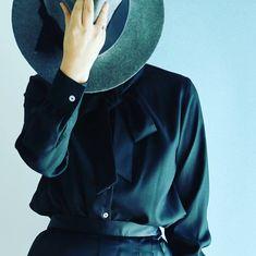 ブラックのボウタイ衿のブラウスはピンキーとキラーズ風になりました Bucket Hat, Boutique, Hats, Fashion, Moda, Bob, Hat, Fashion Styles, Fashion Illustrations