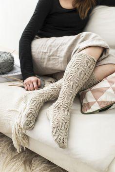 Pitsisukat Novita Nalle Lace Socks, Wool Socks, Knitting Socks, Knee High Stockings, Knit Crochet, Crochet Hats, Velvet Socks, Comfy Socks, Sock Shoes
