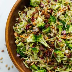 This vegan broccoli slaw salad is full of texture and flavour. Broccoli florets, slaw mix, roasted sunflower seeds, dried cranberries, smoky tempeh bacon, red onion, and a tangy-sweet poppy seed dressing. Vegan Broccoli Salad, Veggie Quinoa Bowl, Broccoli Florets, Dried Cranberries, How To Cook Tempeh, Vegan Chocolate Chip Cookie Recipe, Tempeh Bacon, Vegan Recipes, Vegans